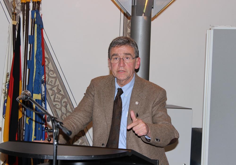 Bürgermeister Thomas Pink reagiert auf die Stellungnahme der Gemeinnützige Wohnstätten eG. Foto: Anke Donner