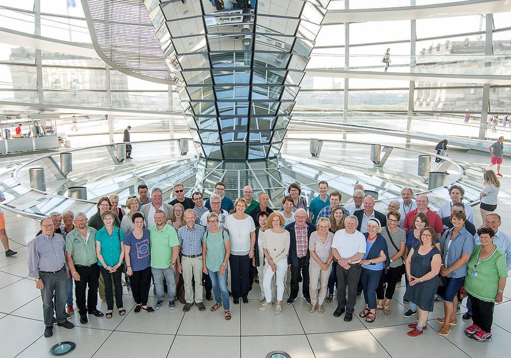 Nach einer Besichtigung der eindrucksvollen Glaskuppel des Reichstagsgebäudes ging es für die Teilnehmer mit einem individuellen Rundgang rund um das Brandenburger Tor und den Pariser Platz weiter. Foto: Büro Pahlmann