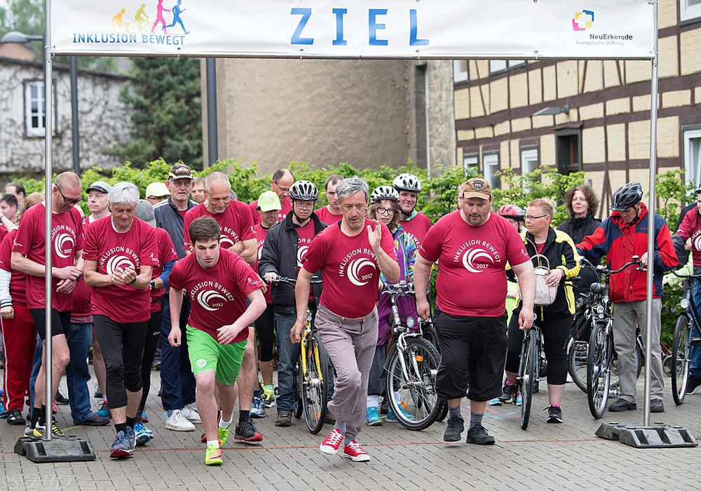 450 Teilnehmer starteten wieder beim Neuerkeröder Firmenlauf für Teilhabe und Toleranz. Fotos: Jörn Schewski