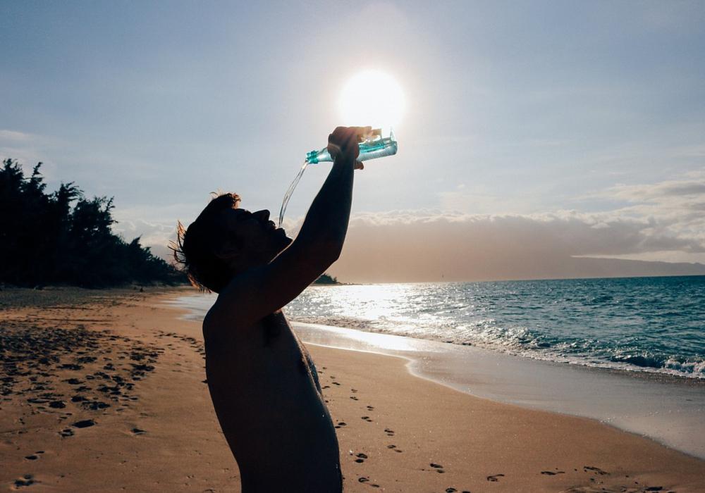 DRK rät zu ausreichender Flüssigkeitszufuhr, besonders an heißen Tagen. Symbolfoto: pixabay