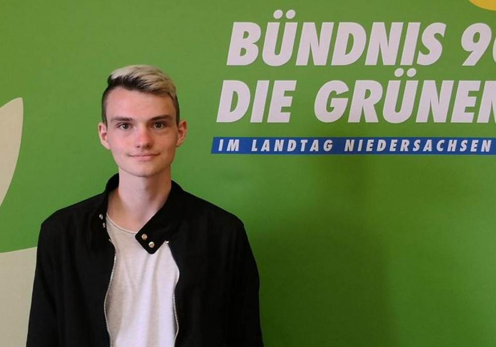 Praktikant Elischa bei den Grünen. Foto: Büro Imke Byl