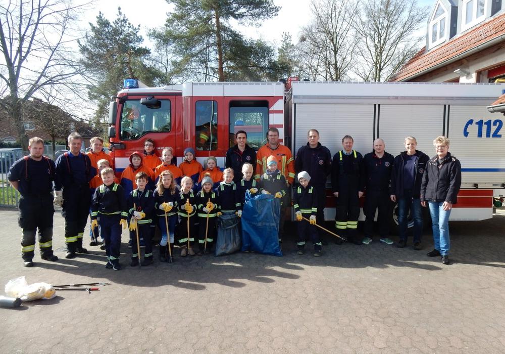 Die Feuerwehr Watenbüttel beteiligte sich am diesjährigem Stadtputz. Foto: Kadereit
