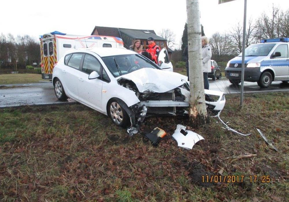 Unfall auf der L286 bei Schönewörde. Foto: Polizei Gifhorn