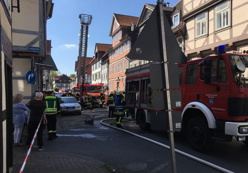 Die Polizei schließt eine fahrlässige oder  vorsätzliche Brandlegung nicht aus. Foto: Eva Sorembik