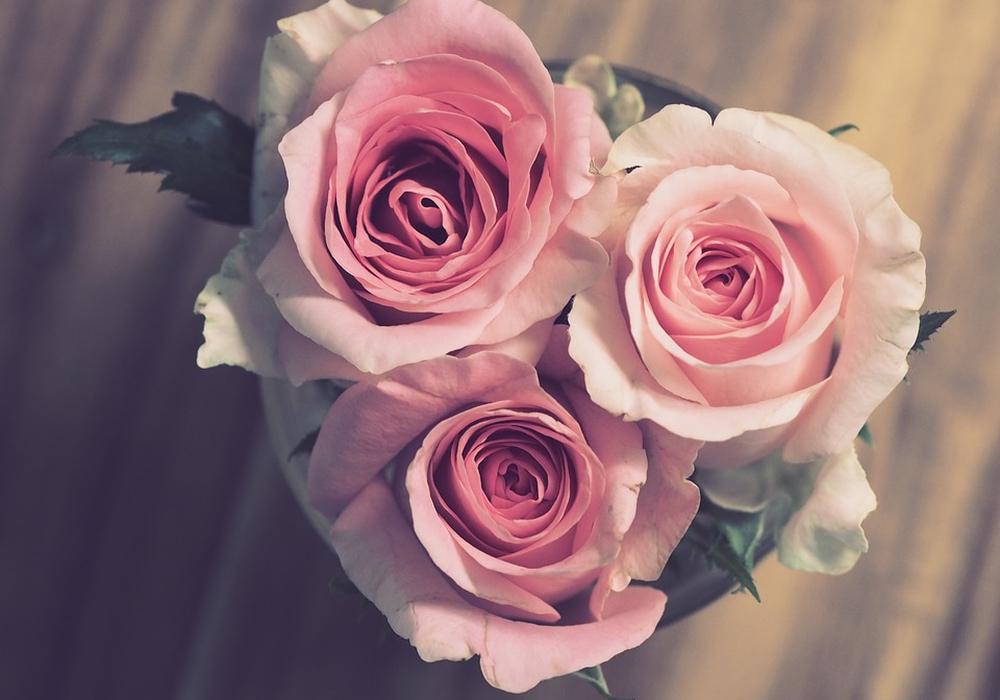 Blumenstrauß, Brautstrauß, ROsen, Herz, hochzeit, liebe symbolbild: Pixabay