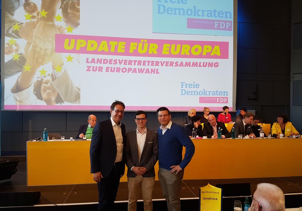 Max Weitemeier (Mitte) ist jetzt noch 18 und will sich ins Europarlament wählen lassen. Foto: FDP Wolfenbüttel