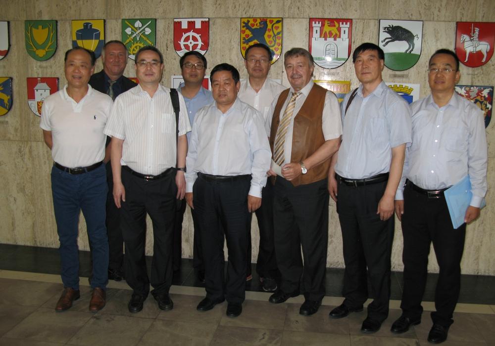 Bürgermeister Günter Lach begrüßte die chinesische Delegation im Rathaus. Foto: Stadt Wolfsburg