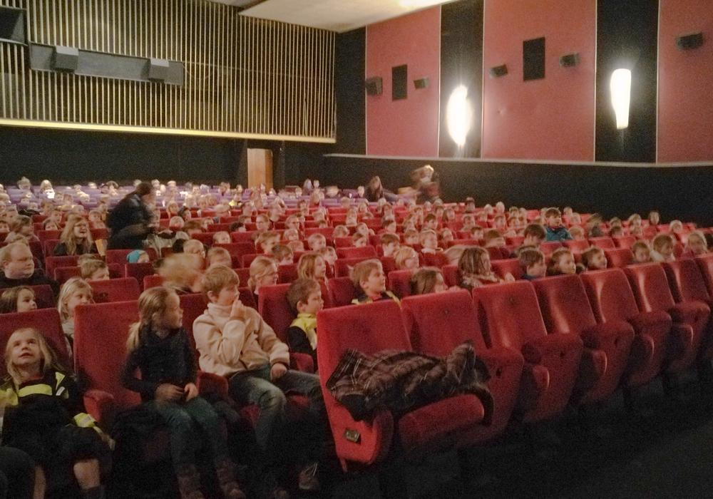 Die Kinder- und Jugendfeuerwehren Peine besuchen eine Vorstellung im Astoria. Foto: Heidrich