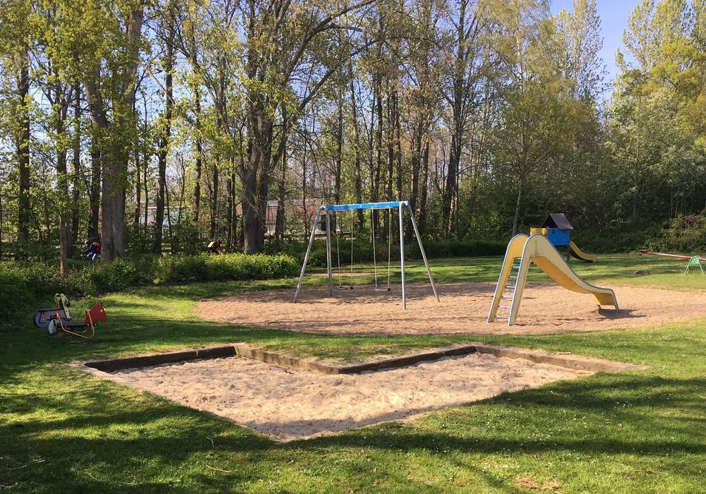 Im Vergleich zu den anderen Plätzen im Westlichen Ringgebiet, wirkt der Spielplatz an der Süntelstraße unattraktiv, heißt es in der Vorlage. Foto: Alexander Dontscheff