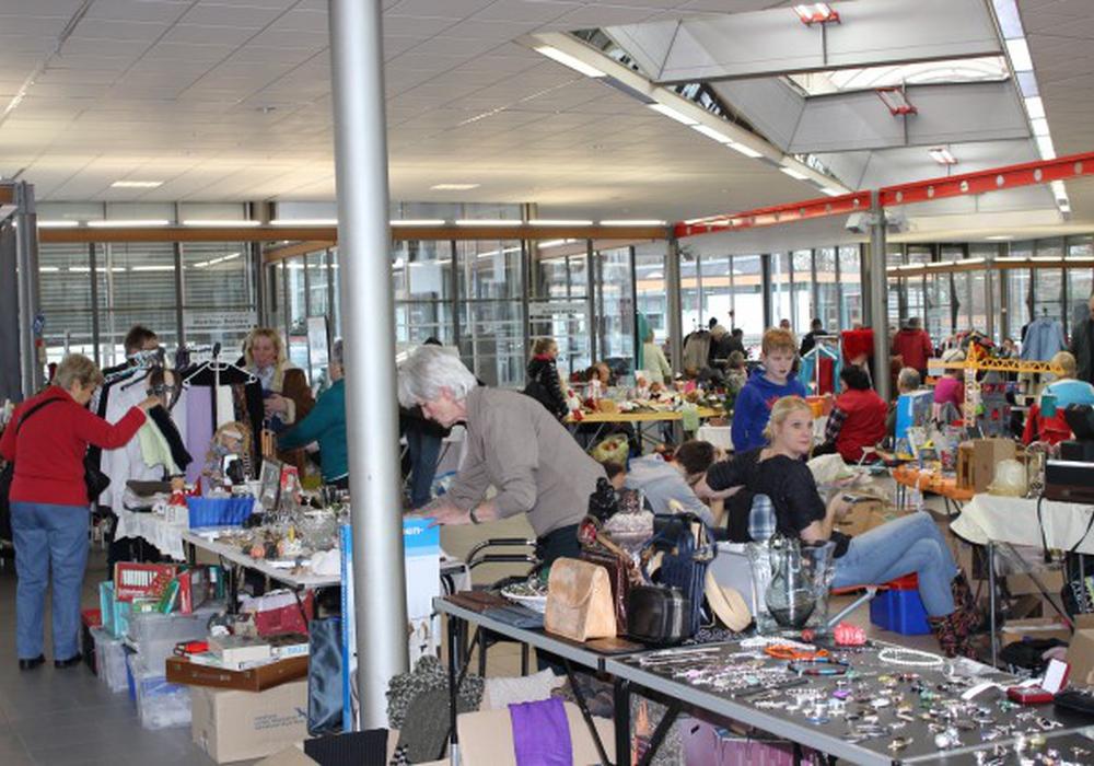 Einen Flohmarkt für den guten Zweck gab es an der Grundschule Calberlah. Symbolbild: Donner