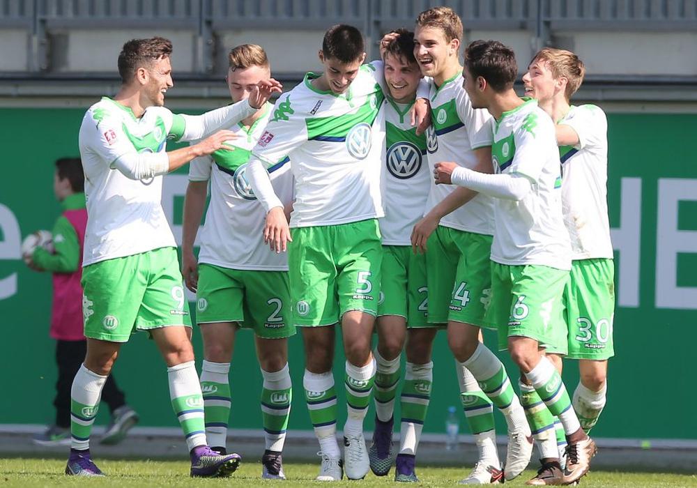 Die Wolfsburger bejubeln den zweiten Auswärtsdreier der Regionalligasaison. Symbolfoto: Agentur Hübner/Archiv