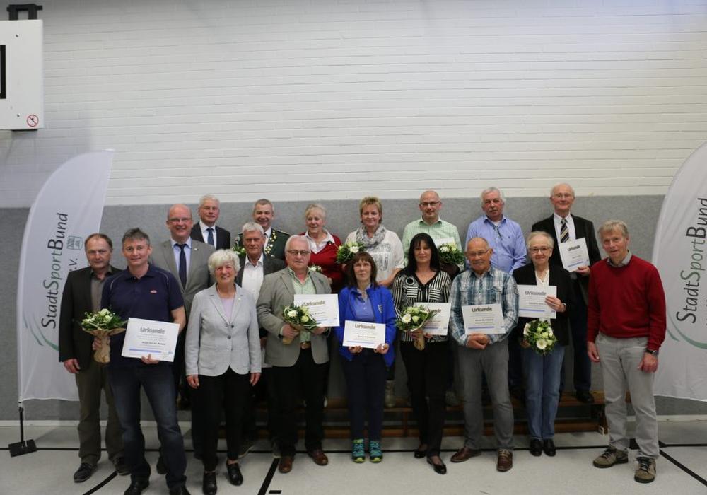 Ursula Sandvoß (3.v.l.) wurde im Amt bestätigt. Foto: Stadtsportbund Wolfsburg