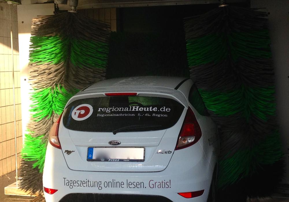 Bei schönem Wetter mal eben den eigenen Wagen einseifen und so richtig schön säubern? In Braunschweig sollte man dazu auf genehmigte Waschplätze fahren, sonst macht man sich strafbar. Foto: Sina Rühland