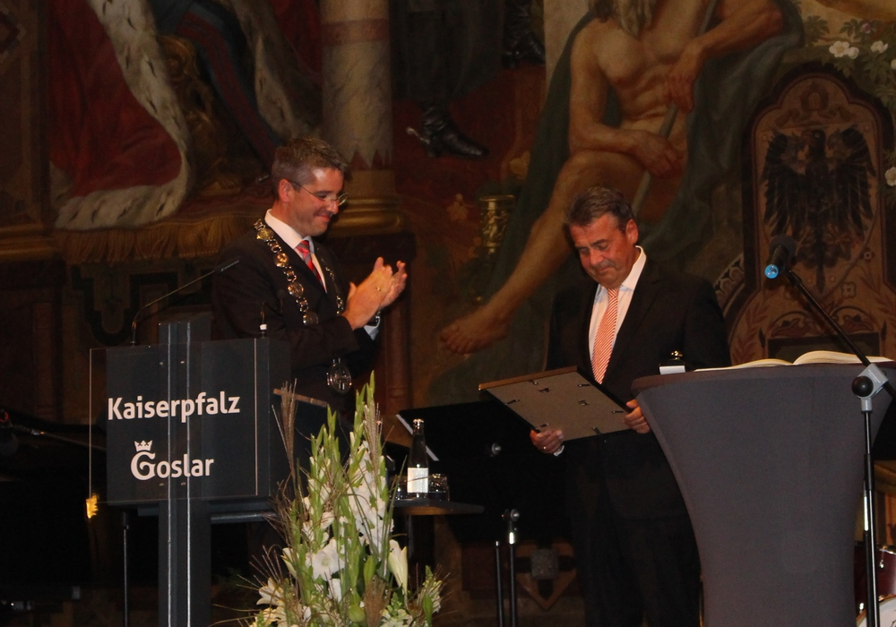 Heute zeigt die Stadt Goslar ihm ihren großen Dank: Sigmar Gabriel. Fotos: Nick Wenkel