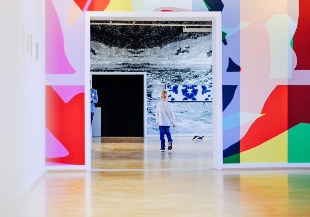 """Blick in die Ausstellung """"PERSPECTIVAS LATINAS #18"""". Foto: Janina Snatzke"""