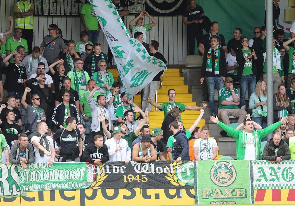 Etwa 1.000 Wolfsburger Anhänger waren mitgereist. Fotos: Agentur Hübner
