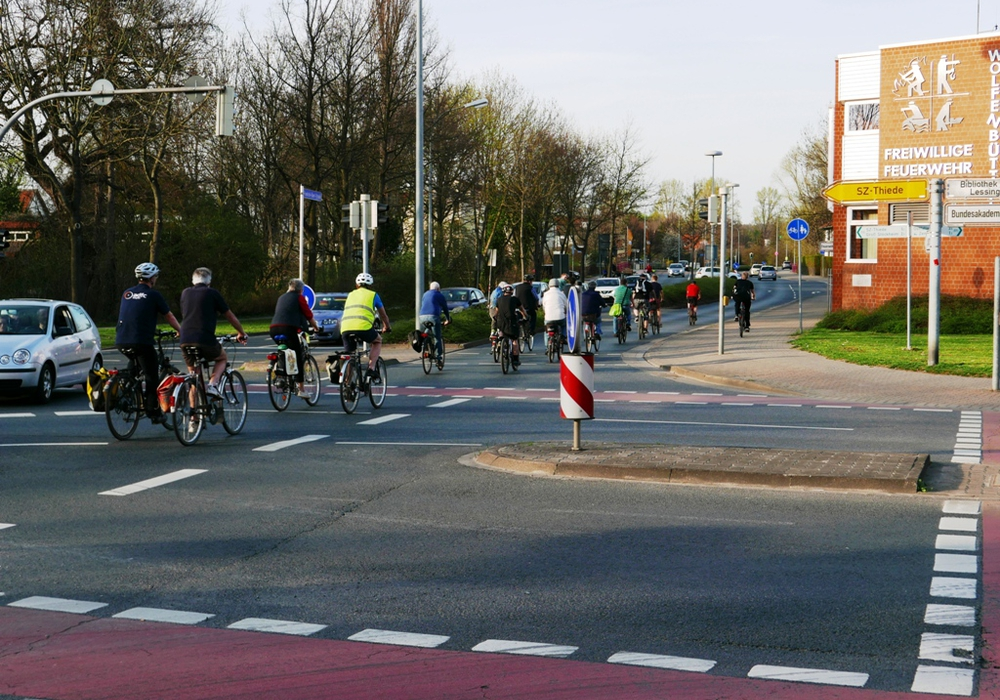 Wer mag, radelt dann in einer zufällig entstandenen Gruppe als Verband über die Hauptverkehrsstraßen. Foto: Privat