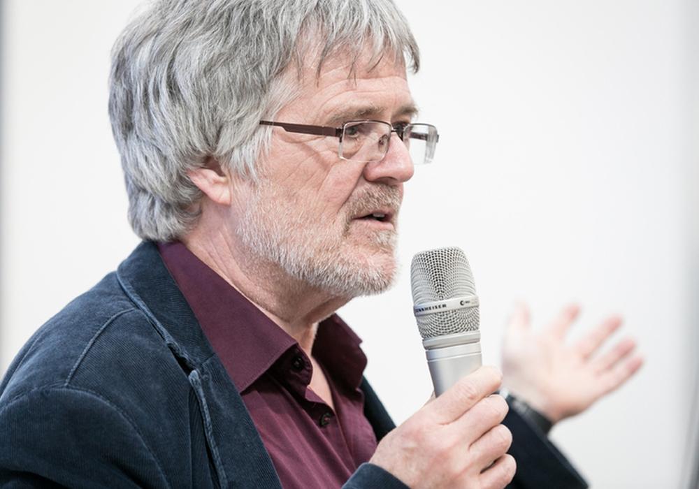 """Detlev Jähnert, stellvertretender Landesbeauftragter für Menschen mit Behinderung hält einen Vortrag über """"Persönliches Budget"""". Foto: Privat"""
