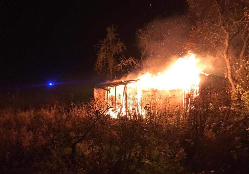 Wieder brannte es im Kleingartenverein. Fotos: Feuerwehr Königslutter