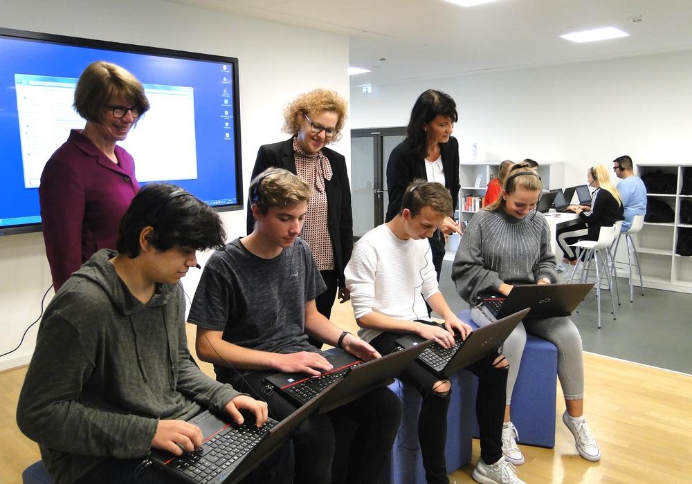 Lerntipps gibt's vom Mitschüler jetzt direkt per Video. Foto: Sparkasse Gifhorn-Wolfsburg