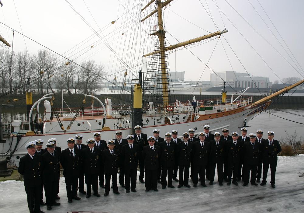 """Singt Lieder vom Meer: Der Shanty Chor """"Graf Luckner"""" aus Burgdorf. Foto: Chor"""