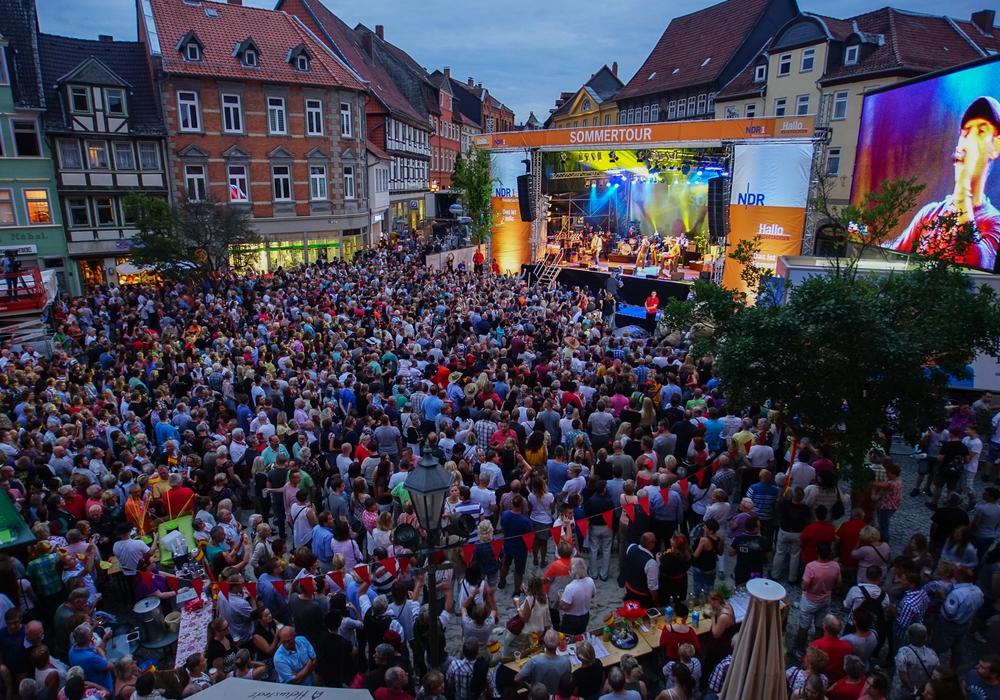 9.000 Besucher feiern in Helmstedt den Gewinn der Stadtwette. Foto: NDR