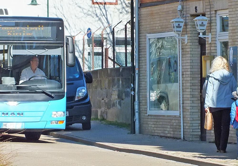 Verkehrsbehinderungen unterschiedlicher Art durch das ungünstige, unzulässige Parken. Foto: Kreisverkehrswacht