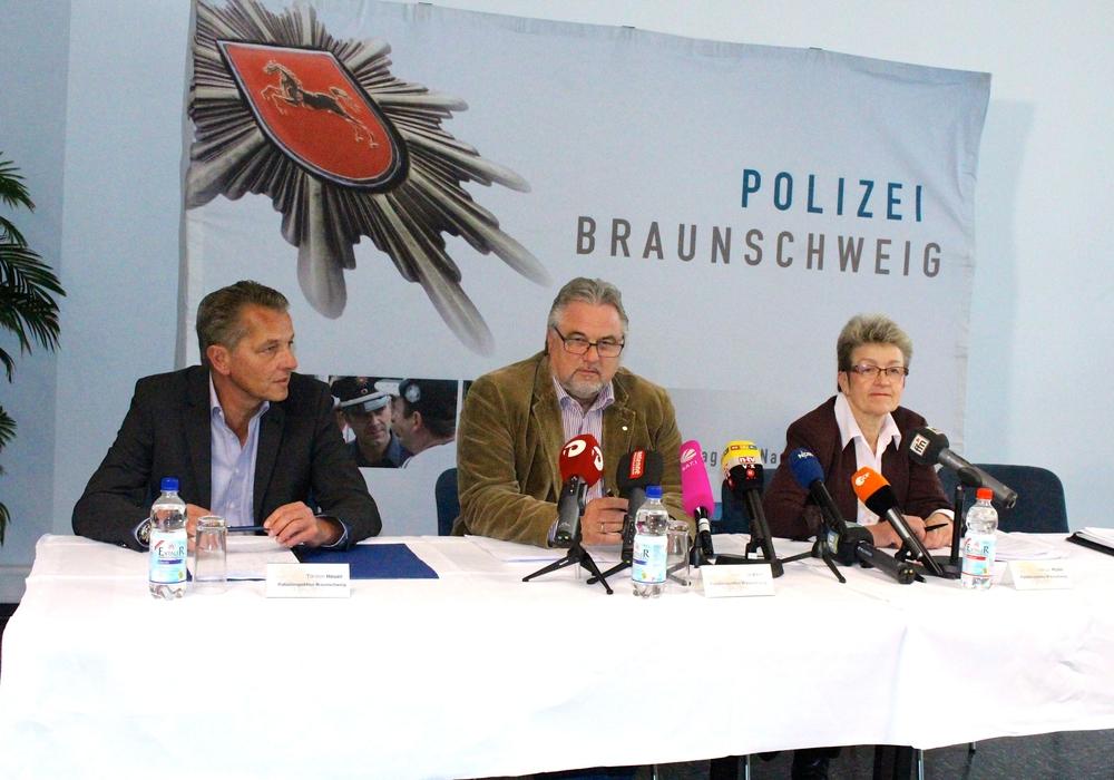 Ulf Küch, Zweiter von links, wird für sein Buch massiv angefeindet und setzt sich zur Wehr. Foto: Sina Rühland