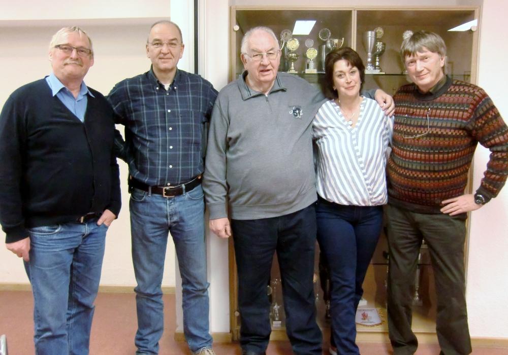 Burkhard Wittberg 1. Vorsitzender mit den Siegern des Abends, Alexander Wieländer, Bernd Otte,  Carmen Henne und Lothar Naumann. Foto: Burkhard Wittberg