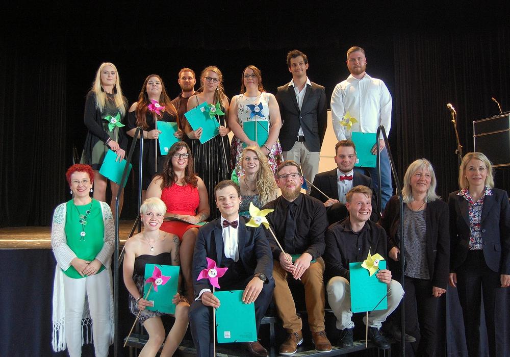 Die Fachschule Heilerziehungspflege Neuerkerode hat seine diesjährigen Absolventen verabschiedet. Fotos: Petra Neu
