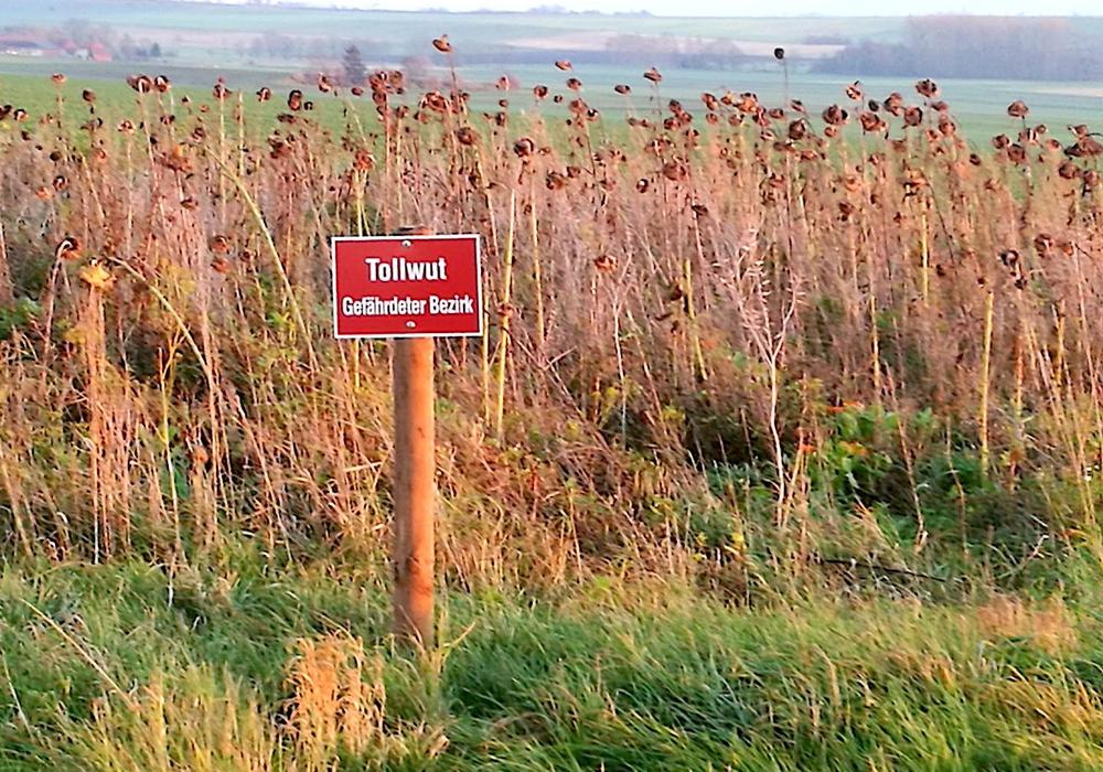 Das Tollwut-Schild sorgte für Aufregung auf Facebook. Foto: Privat