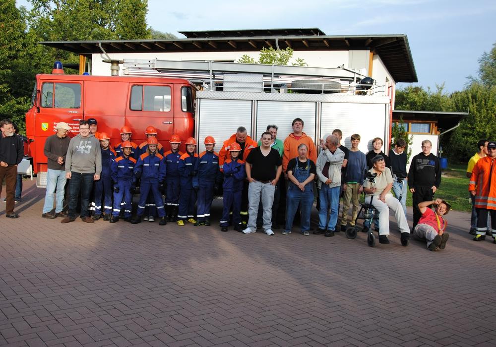 Die Jugendfeuerwehr übte in Neuerkerode einen Flächenbrand. Foto Privat