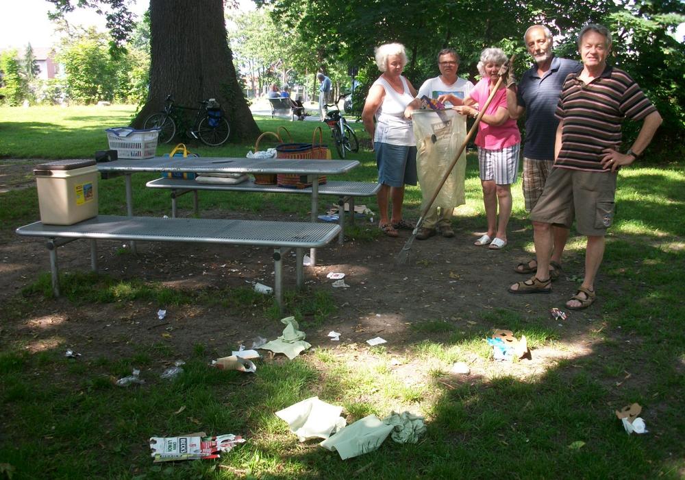 Boule-Freunde Sickte ärgern sich über Müll auf dem Boule-Platz. Foto: Privat