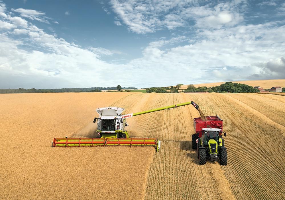 """Das Forschungsprojekt """"EkoTech"""" zielt auf eine Optimierung von Landmaschinen und Arbeitsprozessen in der Landwirtschaft, um Kraftstoff zu sparen und somit den CO2-Ausstoß zu reduzieren. Foto: Claas"""