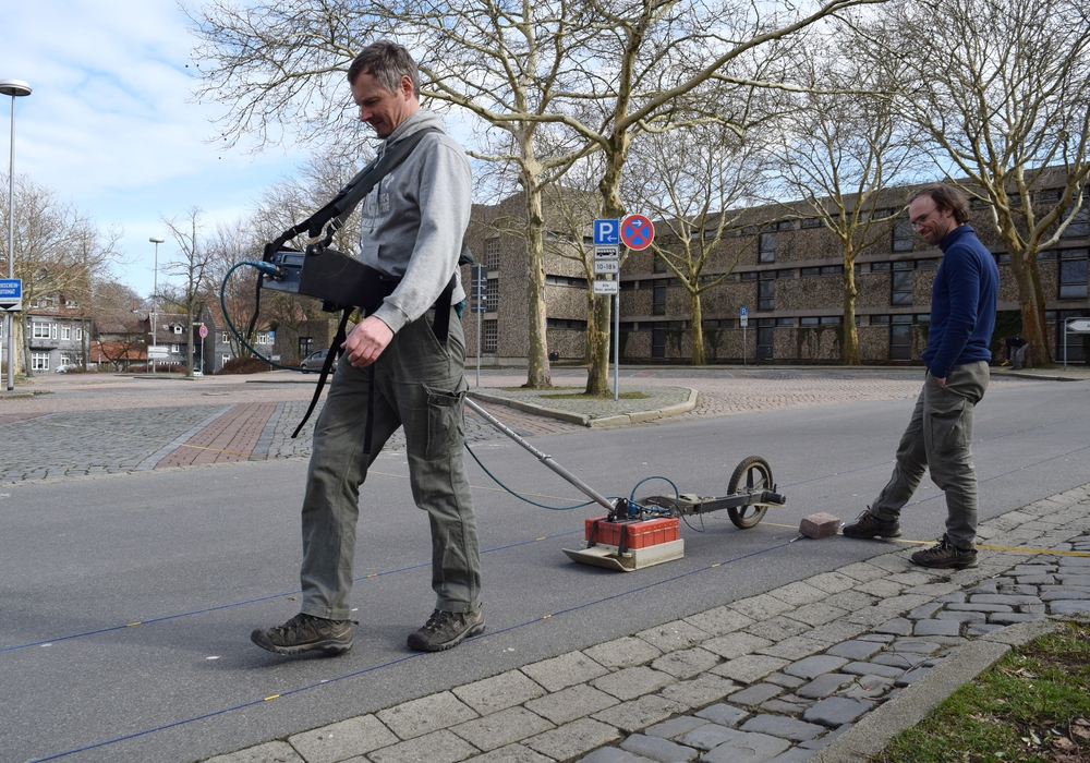 Bei der Georadarmessung wurde mit einer Messsonde der gesamte Parkplatz Stück für Stück abgefahren. Foto: Stadt Goslar