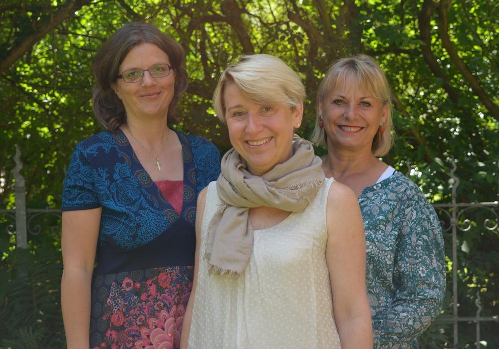 von links: Dr. Nicole Laskowski, Jutta Alles und Marita Draheim besuchen die Plattenkiste. Foto: Privat