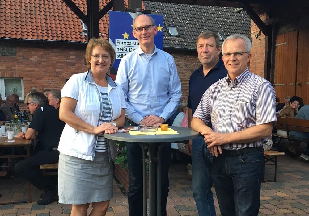 Ingrid Pahlmann MdB (von links), Landtagskandidat Christoph Plett,                                       Fraktionsvorsitzender im Gemeinderat Ullrich Kemmer und Ortsverbandsvorsitzender Hans-Jürgen Giere. Foto: CDU