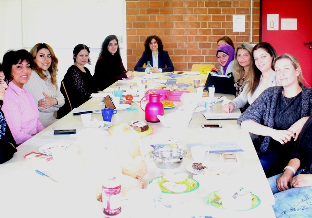 Gemeinsames Gespräch des Frauennetzwerks mit Frau Nourkhiz im Rahmen der Abschlussveranstaltung Foto: Stadt Peine