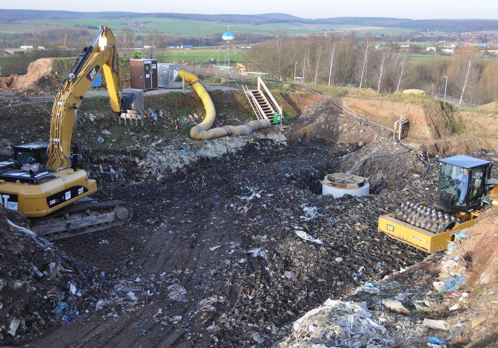Für voraussichtliche Kosten von 13,1 Millionen Euro wird die ehemalige Hausmülldeponie in Bornhausen stillgelegt. Hier zu sehen: Die Sanierung des Sickerwasserzentralschachtes, die bereits 2014 abgeschlossen wurde. Foto: Landkreis Goslar