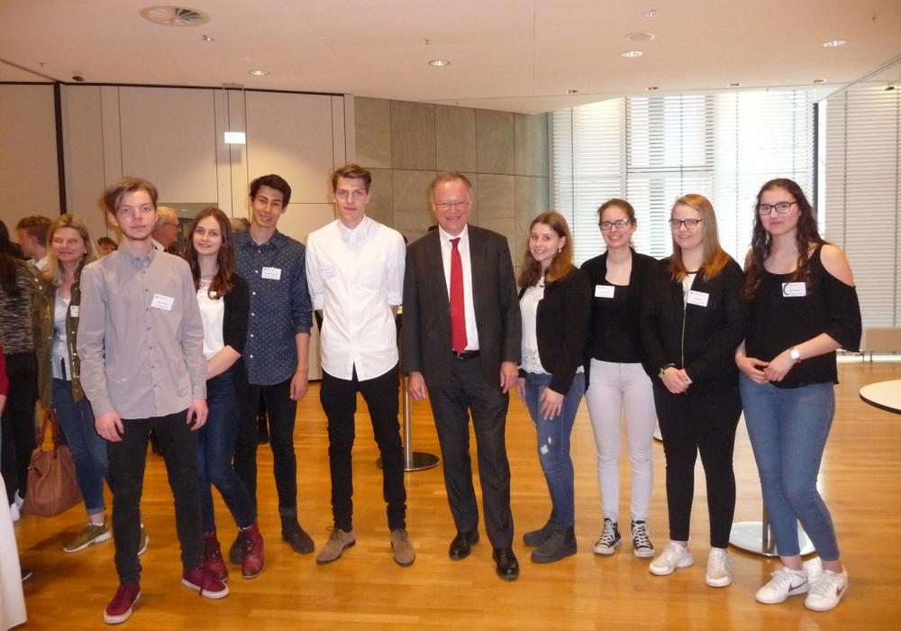 Die Schüler des Gymnasiums am Bötschenberg hatten die Gelegenheit, mit Ministerpräsident Stephan Weil über die Herausforderungen und die Zukunft Europas zu diskutieren. Foto: Schule