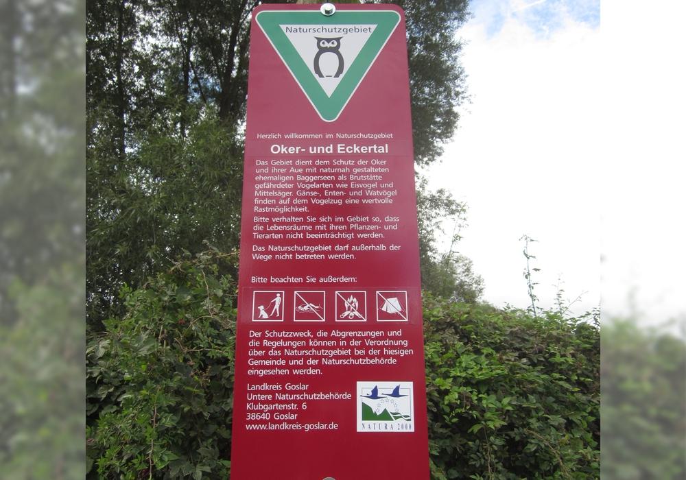Eindeutig sind die geltenden Regelungen auf großen Hinweisschildern kenntlich gemacht. Vielen Besuchern scheint das egal zu sein. Sie nutzen den Wiedelaher See für ihre Freizeitzwecke wie es ihnen beliebt. Foto: Landkreis Goslar