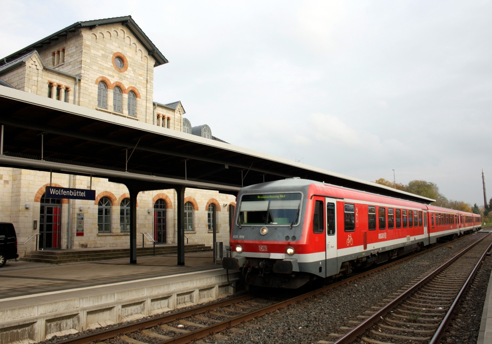 Der Bahnhof Wolfenbüttel wird von vielen Pendlern benutzt. Für Anreisende mit dem Fahrrad fehlt ein moderner Stellplatz. Foto: Archiv/Werner Heise