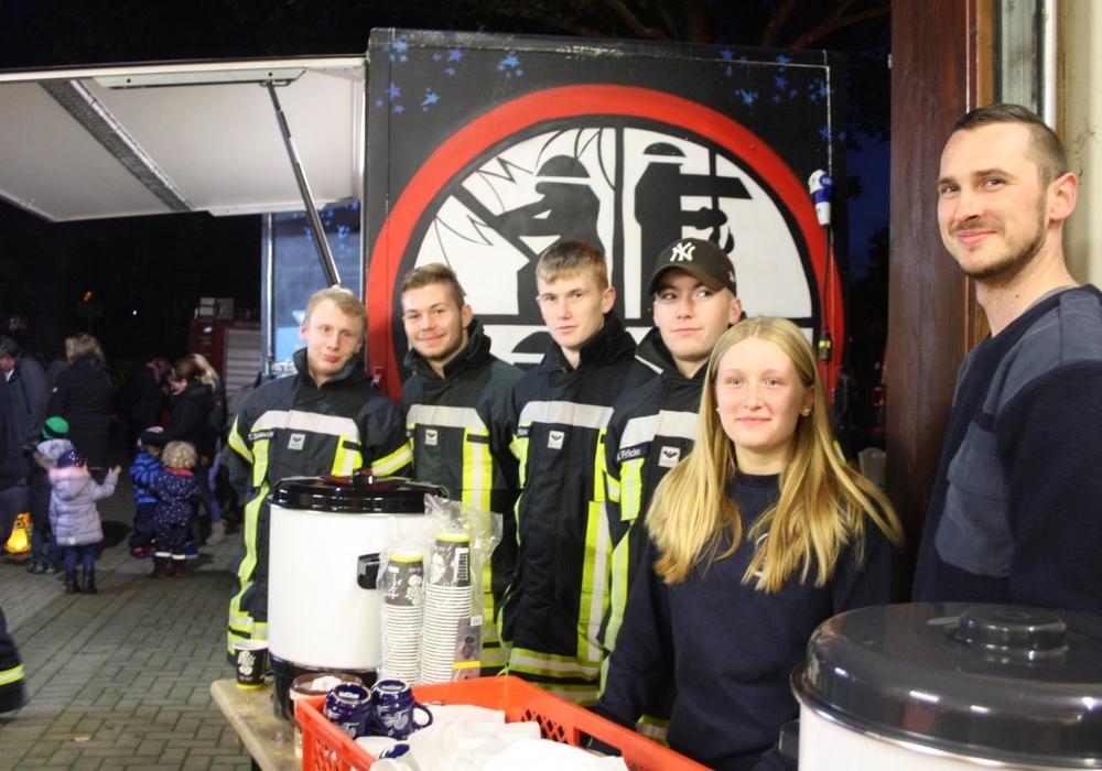 Der Feuerwehr-Nachwuchs beim Laternenumzug in Fümmelse. Foto: Feuerwehr