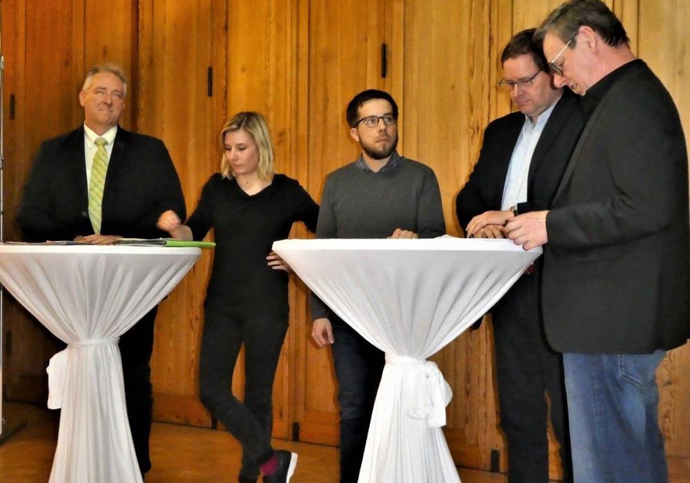 Frank Oesterhelweg (CDU), Imke Byl (Die Grünen), Victor Perli (Die Linke), Marcus Bosse (SPD) und Pfarrer Rolf Adler (Umweltbeauftragter der Landeskirche Braunschweig). Foto: Bodo Walther