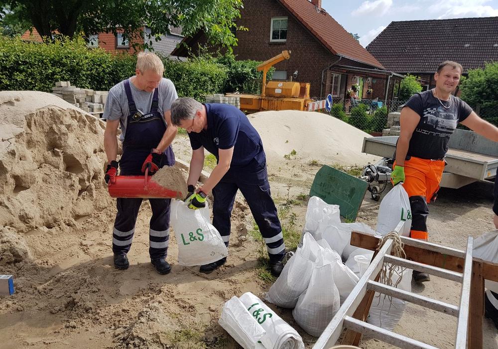 Sandsäcke stehen für den Notfall bereit. Foto: Schaffhauser, Samtgemeindefeuerwehr