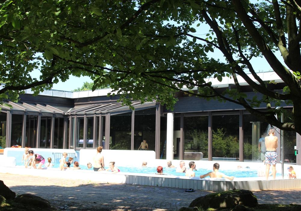 Das Gliesmaroder Bad feiert die Wiedereröffnung. Foto: Max Förster