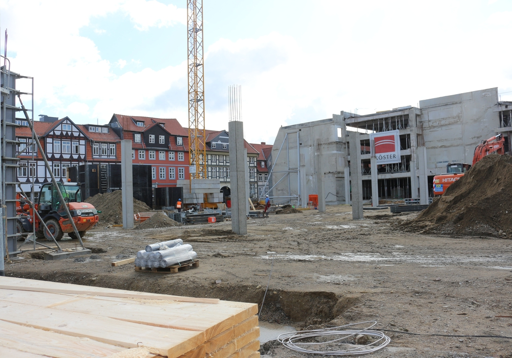 Erste Teile der neuen Löwentor-Fassade sind bereits erkennbar. Foto: Anke Donner