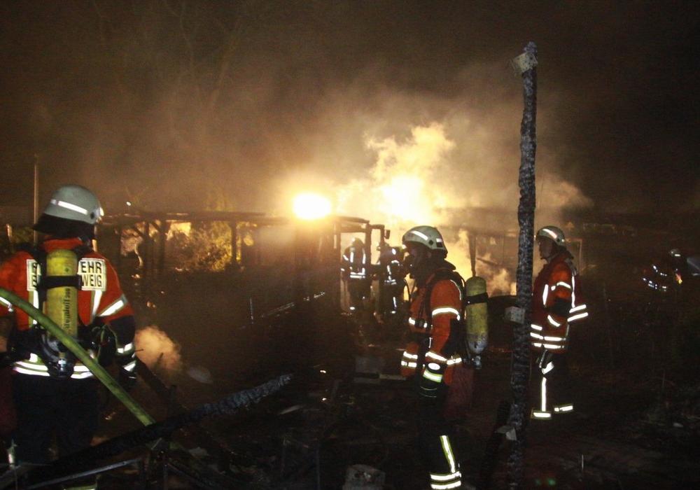 Während des Brandes kam es zu einer Detonation. Fotos: Rudolf Karliczek