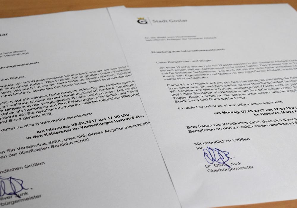 An Anwohner in überschwemmten Straßen werden Einladungen zum Informationsaustausch verteilt. Foto: Stadt Goslar