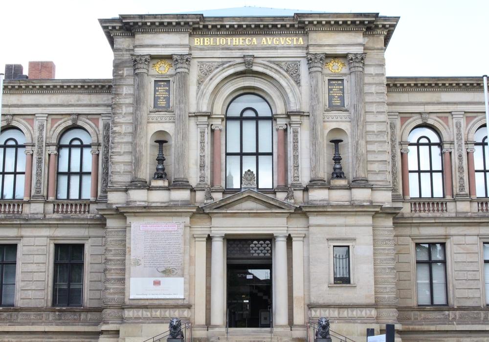Vom 15. Dezember 2017 bis zum 11. Februar 2018 werden in der Augusteerhalle der Bibliotheca Augusta einige bedeutende Stücke aus ihren reichen Sammlungsbeständen ausgestellt. Foto: Max Förster